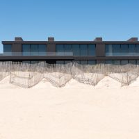 The Latest Trend In Architecture For Summer Homes: Black Is The New Black